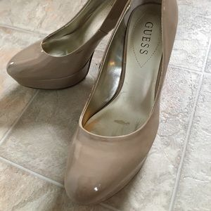 Guess platform taupe patent leather heels
